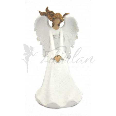 Bílý sedící anděl s rozevlatými vlasy